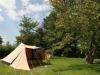 Tent in boomgaard